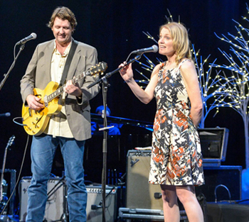 <strong>Bruce Robison & Kelly Willis<br><small>19th Annual Holiday Shindig</small></strong>