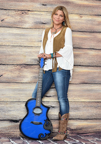 <b>Terri Hendrix Band with Lloyd Maines</b>